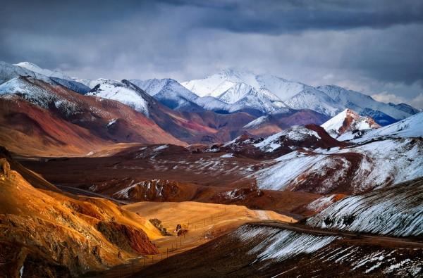 Седой Памир. Вид с перевала Акбайтал